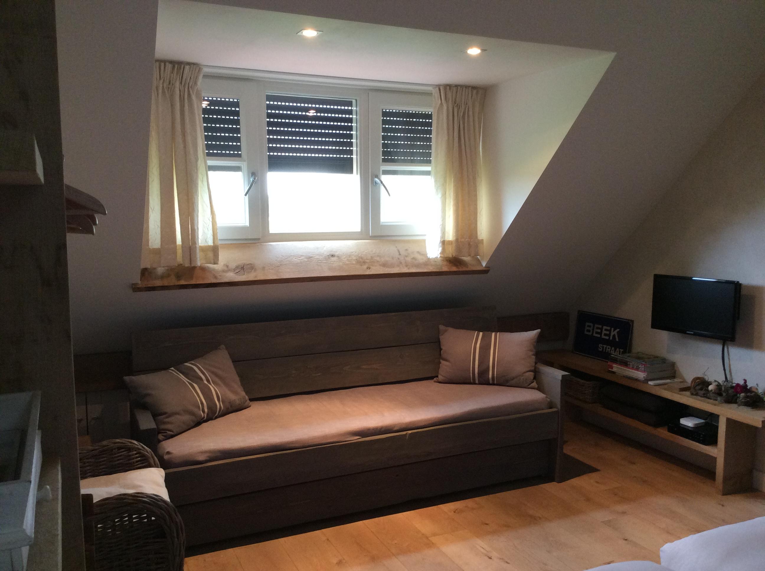 slaapkamer zitkamer 1e verd Beek met ruime bank - Beek & Ko